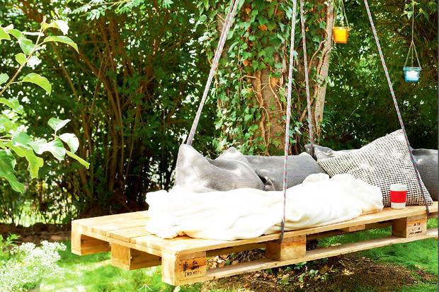 Goedkope Schommelbank Tuin.7 Creatieve Tuinprojecten Om Te Maken Met Pallets Brico Voor De