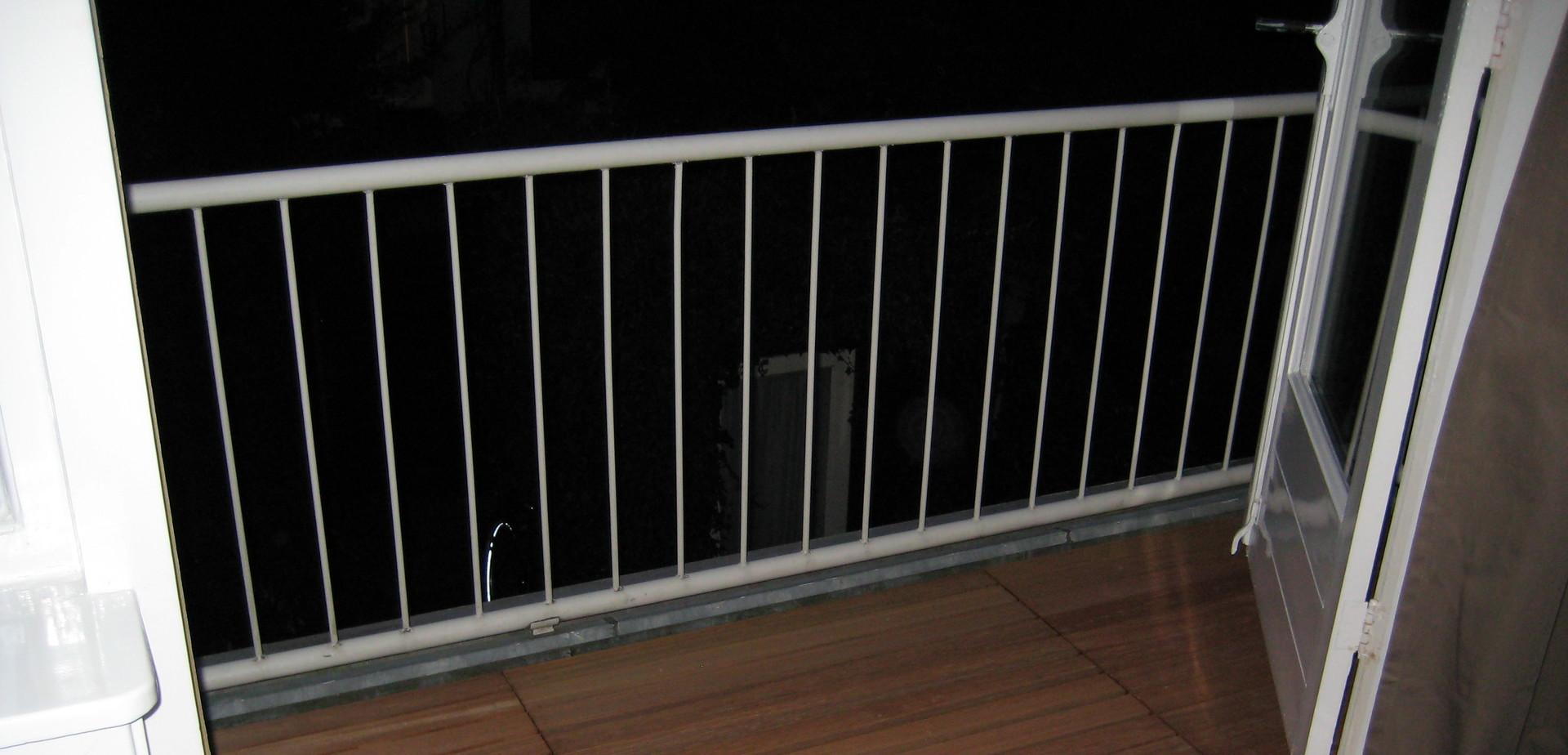 Een verhoogd terras op je balkon voor de makers - Dekzeil terras balkon ...