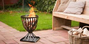 Loungebank en tafel met palletten voor de makers - Stof voor tuinmeubilair ...