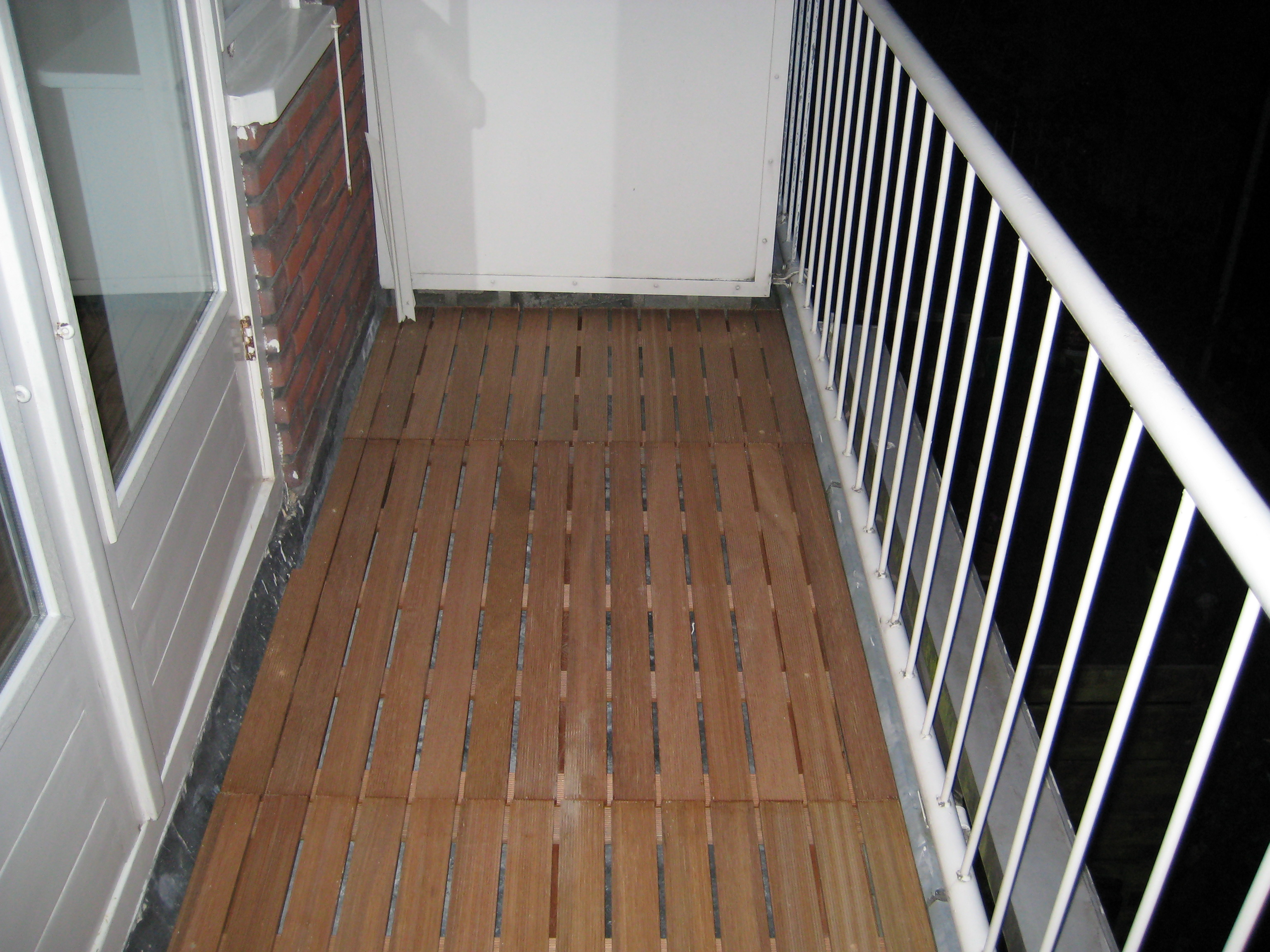 Balkon bedekking kunststof. good een verhoogd terras op je balkon