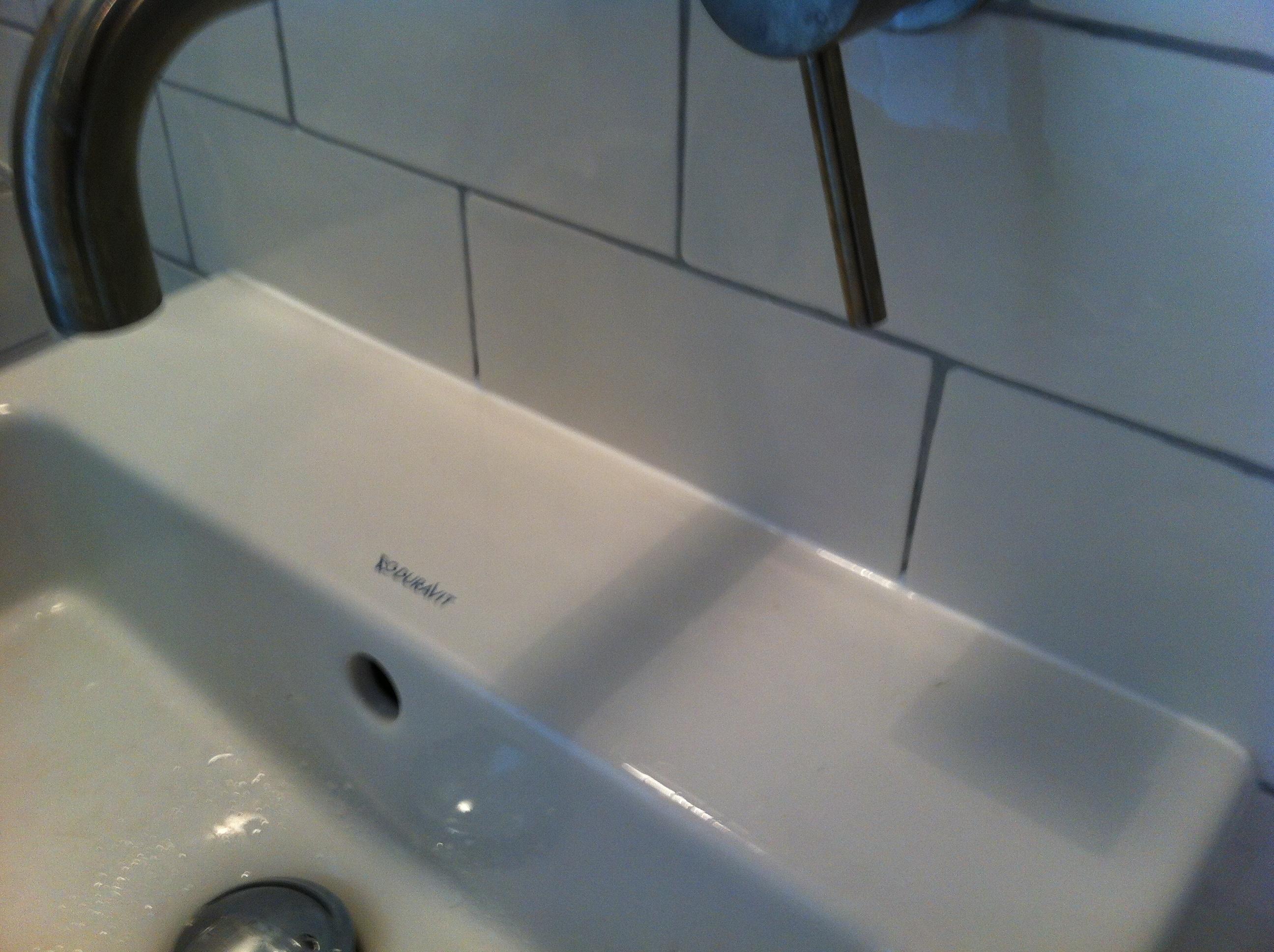 Wasbak afkitten  Voor de makers ~ Wasbak Brico_040140