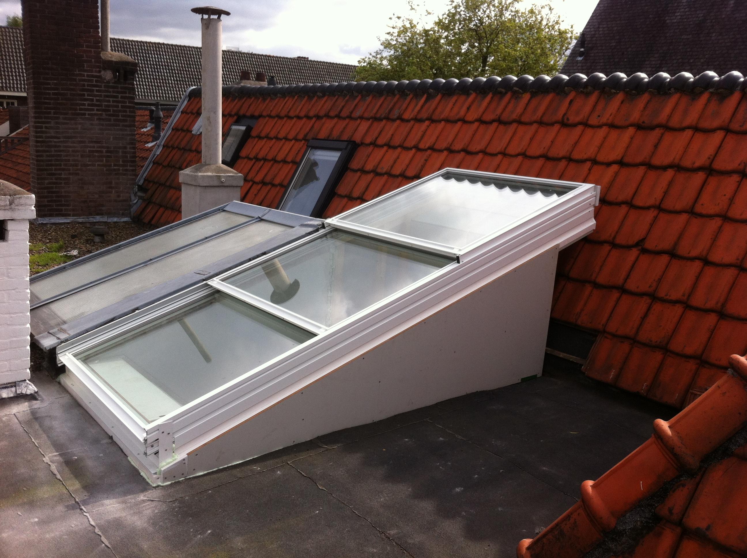 acc s terrasse de toit par toit coulissant lectrique en verre pour les makers. Black Bedroom Furniture Sets. Home Design Ideas