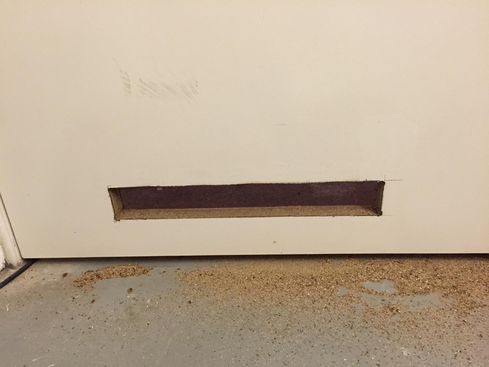 grille d 39 a ration encastr e dans la porte pour les makers. Black Bedroom Furniture Sets. Home Design Ideas