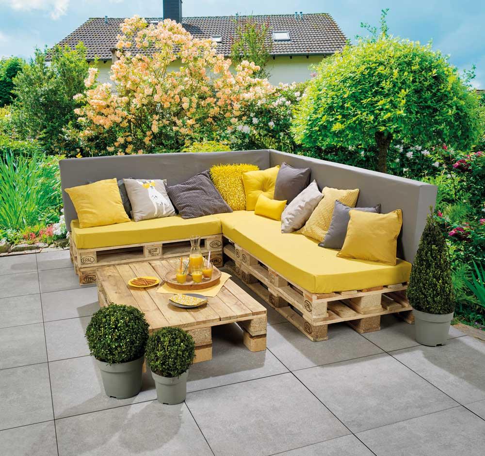 Banc lounge et table en palettes pour les makers for Salon de jardin avec banc