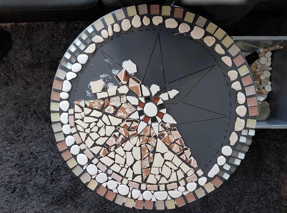 R aliser une table de jardin en mosa que pour les makers for Faire une table de jardin mosaique